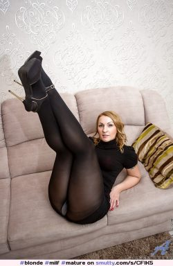 Mature in black opaques with light colour gusset.